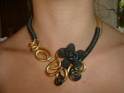 Collier fil alu or et noir et papillon cr ations de decorations de mariage - Bijoux paiement en plusieurs fois ...